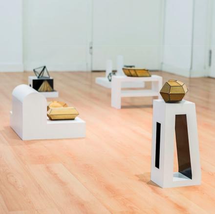 """""""Cúbico, Tetragonal, Ortorrómbico, Monoclínico, Triclínico, Romboédrico y Hexagonal"""", marble, crystal, cardboard, dimensions variable (2014)"""